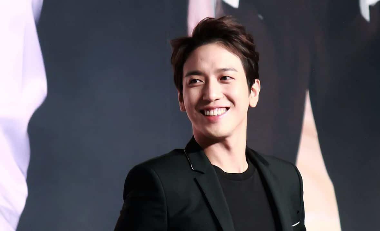 Jung Yong-hwa es un letrista y cantante vocalista de Corea del Sur.